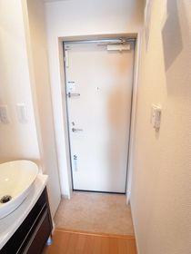 ダブルロックの玄関ドアです♪
