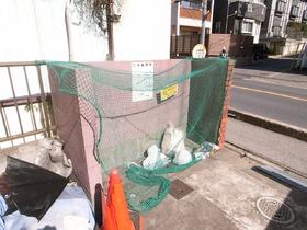 ゴミ捨ては敷地内です!