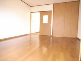 洋室8帖はソファーも置けちゃうスペースがあるんです