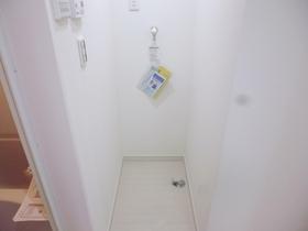 洗濯機置き場はお風呂横にあります