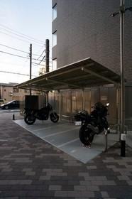 http://image.rentersnet.jp/061533e9ebe4e4fe43a9fa1c1c3f677a_property_picture_962_large.jpg_cap_敷地内バイク置場