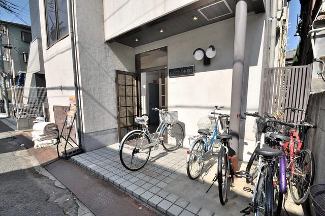 こちらに自転車をとめれます。
