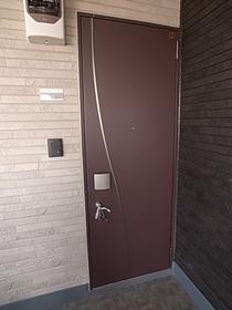 玄関のドアもオシャレです♪