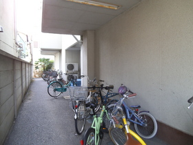 駐輪スペースもこの通り!