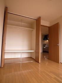 大きな収納でお部屋を広々使えます