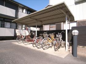 自転車置場はもちろん屋根付き☆