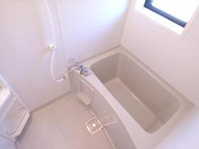 浴室には窓もあり、換気もOKです!!