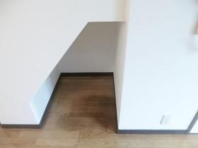 階段下に収納場所があります☆