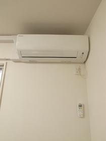 洋室にエアコンあります♪