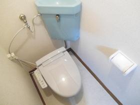 ウォシュレット機能付きの個室トイレ♪