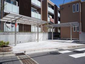 敷地内の屋根付き自転車専用駐輪場です!