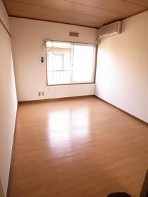 築年数は古いですが、室内綺麗ですよ。