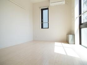 白を基調とした清潔感のあるお部屋!