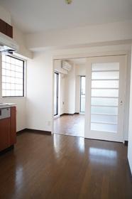 メゾングロアール 304号室