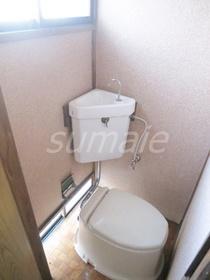 窓もあり、換気もしっかりできるトイレです!