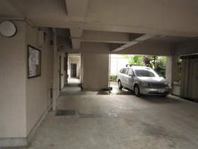 http://image.rentersnet.jp/11ee8ec4f9c82f91119848a117e3acdd_property_picture_962_large.jpg_cap_敷地内駐車場有。