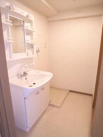 広い洗面脱衣スペースはさすが家族向けです。