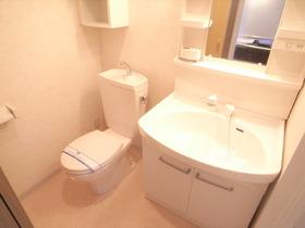 シャンプードレッサー、トイレの写真です☆