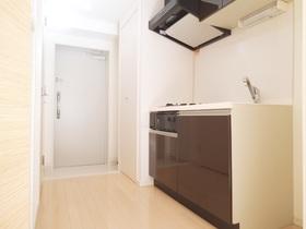 キッチン横には冷蔵庫を置けるスペースがあります
