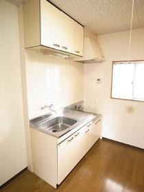 キッチンには横窓もついて、換気もばっちり