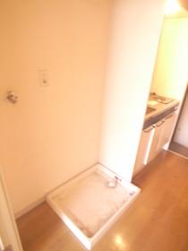 室内にもちろん洗濯機置場ありますよ