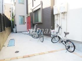 敷地内自転車置き場です♪