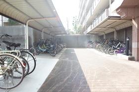 広い駐輪所はお子様の自転車も駐輪可能。