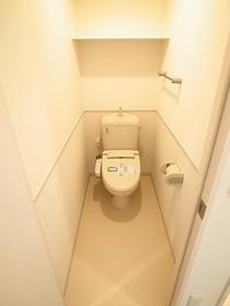 ウォシュレット機能付の嬉しいトイレ☆