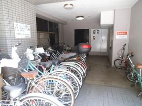 自転車置き場もございます。