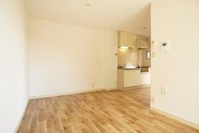 9.3帖の広々居室!壁・床全貼り替えしています!