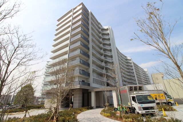 大阪府茨木市彩都あさぎの賃貸マンションの外観