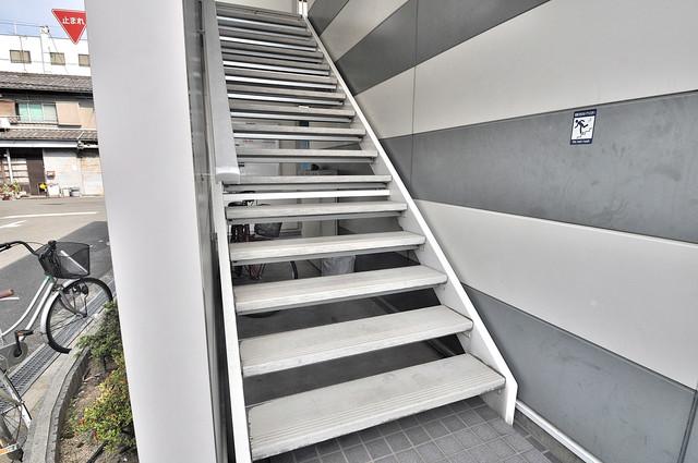 この階段を登った先にあなたの新生活が待っていますよ。