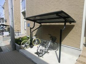 自転車とバイクが置けます☆