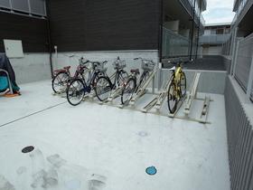 自転車はこちらにどうぞ!