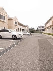 駐車場スペースも広々です☆