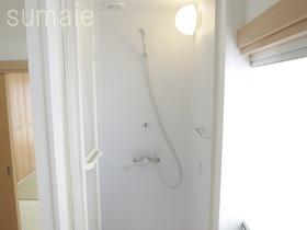 清潔感のあるシャワールームです♪