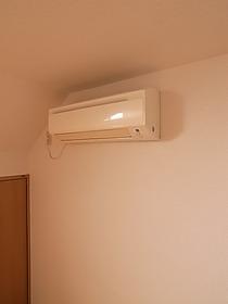 暑くなりがちな2階にもエアコン付いてます!