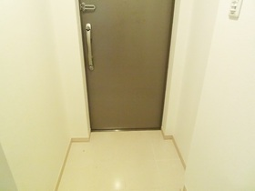 玄関はこんな感じです!