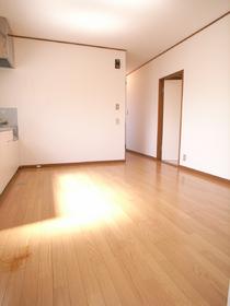 築年数は古いですが、室内綺麗にリフォーム済み