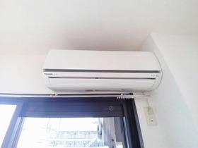 エアコンは壁用と窓用で全室設備です♪