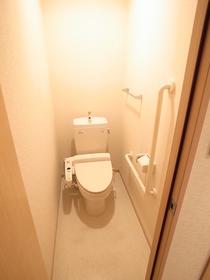 トイレにはウォシュレットまで付いてるんです!