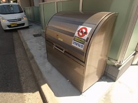 ゴミ捨ては敷地内☆