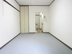 綺麗な形の使いやすいお部屋です