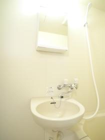 お風呂の横に洗面台