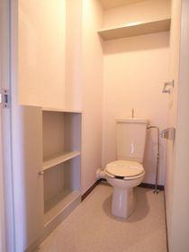 収納棚の付いた便利なお手洗い♪別のお部屋の写真です