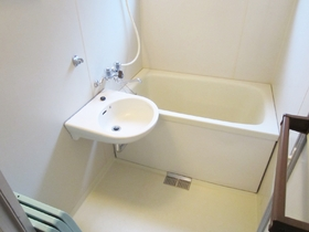 洗面台の付いたバスルームです!