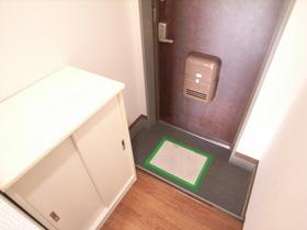 玄関には、便利な下駄箱収納