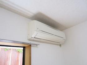 嬉しいエアコン付きです。