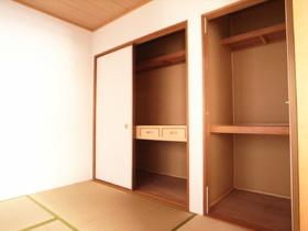 和室の押入れも広くて便利です☆