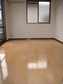 ニナソレイユ 201号室